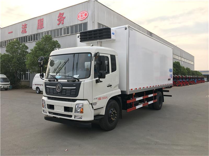 东风・天锦6.5米冷藏车